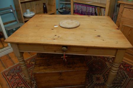 DescriptionVictorian Pine Kitchen Table With a plank top standing on turned